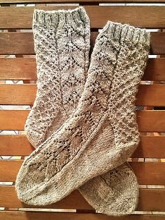 This is my bind-off post: Start date: October 2016 Completion date: October 2016 Pattern: HiyaHiya Narcissus Lace (cuff down) Yarn: Schoeller+Stahl Fortissima Socka 100 Needles: Notes: lovely and not-so-difficult pattern --- shuchong (Ravelry Name) said. Loom Knitting Patterns, Knitting Stitches, Knitting Socks, Hand Knitting, Knitting Tutorials, Knitting Machine, Stitch Patterns, Lace Socks, Crochet Socks