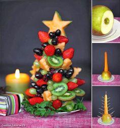 arbol navideño elaborado con frutas