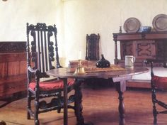 Buttolph-Williams house, main room. Renaissance Furniture, Colonial Furniture, Grunge Decor, Colonial Decorating, Old Cottage, Vintage Gothic, Colonial America, Antique Interior, House Interiors