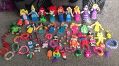 Large selection of loom band models Loom Band Bracelets, Loom Bands, Ring Bracelet, Boo Costume, Costumes, Fun Loom, Paper Animals, Kids Rugs, Knitting