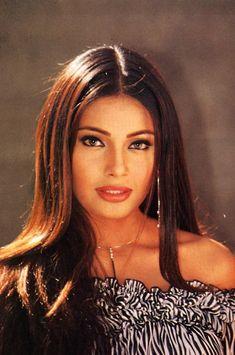 Bollywood Makeup, Bollywood Heroine, Bollywood Actors, Most Beautiful Eyes, Vintage Bollywood, Bridal Photoshoot, 90s Hairstyles, Face Hair, Great Hair