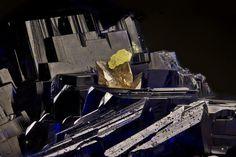 Эти минералы похожи на медовые соты, кораллы и космические корабли. Публикуем подборку макрофотографий Тимофея Пашко: nat-geo.ru/photo/user/339094