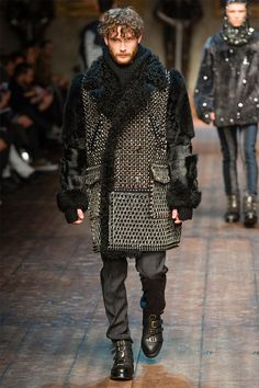 dolce gabbana fall winter 2014 collection 0037 New Outerwear Trend Slouchy Coats and Furs Best Mens Fashion, Runway Fashion, Fashion Show, Men's Fashion, Fashion Menswear, Asian Fashion, Fashion Models, High Fashion, Dolce & Gabbana