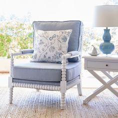 Hamptons style - Choosing and Incorporating Armchairs Into Hamptons Design – Hamptons style Hamptons Style Bedrooms, Hamptons Style Homes, Hamptons House, The Hamptons, Hamptons Kitchen, Navy Living Rooms, Decor Home Living Room, Home Decor, Dining Rooms