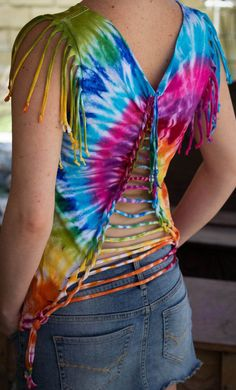 Imaginative Halloween Costumes - The Best Way To Be Artistic With A Budget A Backed Braided Tie Dye Tank With By Love This. So Rich In Color, Love The Woven Triangle And Cut Fringe Sleeves. Zerschnittene Shirts, Diy Cut Shirts, Diy Tie Dye Shirts, T Shirt Diy, Tie Dye Fashion, Diy Fashion, Ideias Fashion, Batik Mode, Cut Shirt Designs