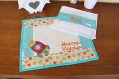 Jogo Americano Infantil - Foguete | Meninas da Wal | Elo7 Patches, Babies, Placemat, Nursery Fabric, Scrappy Quilts, Personalized Gifts, Needlepoint, Crafts, Babys