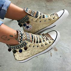 Zigeuner - Converse Source by modeatelierbelz de Zapatos Mode Converse, Sneakers Mode, Converse All Star, Converse Shoes, Sneakers Fashion, Fashion Shoes, Diy Converse, Custom Painted Shoes, Custom Shoes