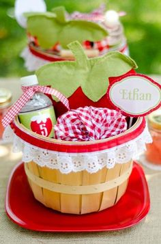 favor basket Hostess with the Mostess® - A Berry Strawberry Picnic