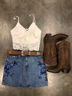 summer outfits with cowgirl boots best outfits - Cowgirl style outfits - Cute Cowgirl Outfits, Cowboy Boot Outfits, Western Outfits, Western Wear, Cowboy Outfit For Women, Cute Cowgirl Boots, Cowgirl Skirt, Gypsy Cowgirl, Summer Boots Outfit