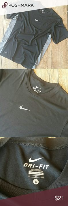 🏃NIKE DRIFIT BLACK SHIRT🏃 Black with gray down sides Loose fit  100% polyester Drifit wording peeling a tad at bottom No rips, stains or pilling Swoosh is fully intact Smoke free home Nike Shirts Tees - Short Sleeve
