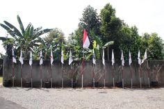 Pengibaran 14 bendera Oi di sekitar Sekretariat BPP Oi di Leuwinanggung