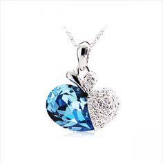 Collar azul de moda del tema del corazón del océano