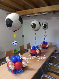 centro de mesa futbol                                                       … 13th Birthday, Birthday Bash, Barcelona Soccer Party, Sports Themed Birthday Party, Birthday Souvenir, Pony Party, Holidays And Events, Balloons, Banquet