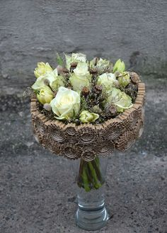 I presume she is preparing the base of what it will be a bouquet, but not the typical one though. Contemporary Flower Arrangements, Tropical Floral Arrangements, Flower Boxes, Diy Flowers, Deco Floral, Floral Design, Art Floral Noel, Flower Chart, Flower Factory
