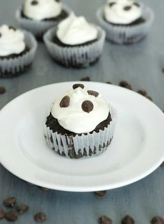 Low Carb Chocolate Cupcakes - Rich and brownie like chocolate cupcakes topped with a fluffy cream cheese frosting. These are seriously the BEST flourless chocolate cupcakes ever!