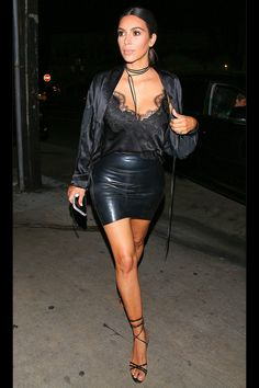 Kim Kardashian wears cami and tiny leather mini on date with Kanye She did it! Kim Kardashian showed off her incredible weight loss in a sexy outfit as she enjoyed a date night with Kanye West at Giorgio Baldi in Santa Monica on Thursday night Looks Kim Kardashian, Kardashian Style, Kourtney Kardashian, Kardashian Jenner, Kardashian Photos, Fashion Mode, Look Fashion, Womens Fashion, Fashion Trends