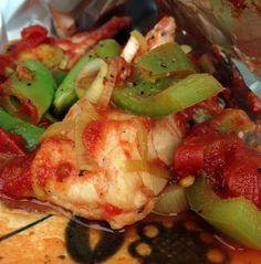 En fiskeerett som gjør at du gleder deg til neste gang det står torsk på menyen. En herlig blanding av godt krydret fisk og sprø grønnsaker og med tomatsausen som ramme.
