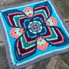 Lise by Polly Plum...beautiful and a free pattern!.. Thanks for sharing!