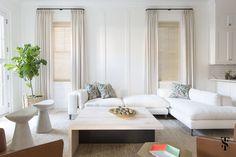 White living room sofa - design - Home Decorating Trends - Homedit Interior Design Process, Interior Design Advice, Luxury Interior Design, Design Projects, Blog Design, Modern Interior, Living Room Sofa Design, Living Spaces, Piece A Vivre
