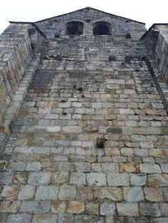 Una de las fachadas de la iglesia q se ve claramente q fue modificada  #GaldakaON