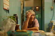 Eva Nunes, 72, um dos 8 moradores remanescentes da colônia