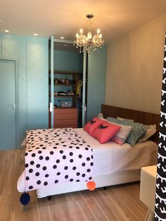 home decor interiors Bedroom Decor Grey Pink, Pink Bedroom Design, Bedroom Wall Designs, Home Decor Bedroom, Dream Rooms, Dream Bedroom, Traditional Bedroom Decor, Aesthetic Room Decor, Cozy Room