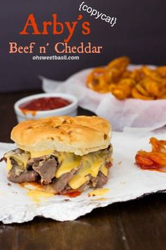 Arby& Beef N Cheddar Copycat. Arby's Beef N Cheddar Copycat Arbys Beef And Cheddar, Arbys Sauce Recipe, Beef Recipes, Cooking Recipes, Recipies, Top Recipes, Beste Burger, Salads, Gastronomia