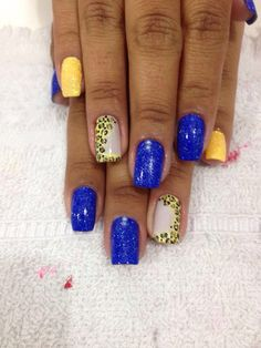 Amei unhas blue and yellow