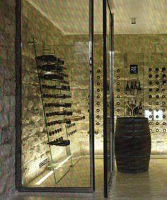Jól mutat ha a borospincénkbe átláthatunk miközben ott a borok számára megfelelő hőmérsékletet produkálunk. glass wall |