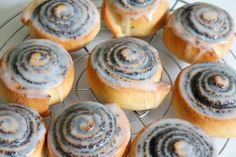 Mohnschnecken - New Site Snails Recipe, Drink Recipe Book, Tasty Bakery, Good Food, Yummy Food, Grilling Gifts, Muffins, Homemade Butter, Warm Food