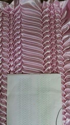 How To Do Canadian Smocking Matrix Desig - Diy Crafts - Marecipe Fabric Manipulation Techniques, Textiles Techniques, Techniques Couture, Sewing Techniques, Smocking Tutorial, Smocking Patterns, Sewing Patterns, Fabric Crafts, Sewing Crafts