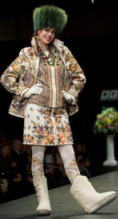Russian style in fashion. Slava Zaitsev, a fashion designer from Moscow. Colorful Fashion, Modern Fashion, Fashion Show, Vintage Fashion, Fashion Design, Russia Fashion, Ethno Style, Fashion History, Most Beautiful Women