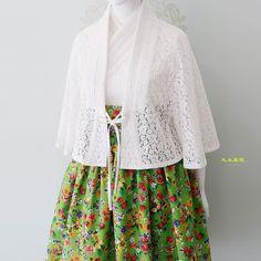 21주년 의봉 조영기 한복 디자이너 아름다운 우리 옷을 그리다 꽃잔디 천의두루 허리치마 연두색 꽃잔디 연... Korean Traditional Dress, Traditional Fashion, Traditional Dresses, Hijab Dress, Kimono Dress, African Wear, African Dress, Modern Hanbok, Pretty Dresses
