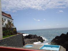 Moradia ampla sobre o mar, ideal para investimento turístico... para visitar ligue 963701529 ou imoveis@netmadeira.com www.decisoesvibrantes.com