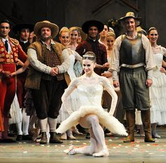 Marianela Nuñez at the curtain call for the gala night of Don Quixote © ROH / The Ballet Bag 2013
