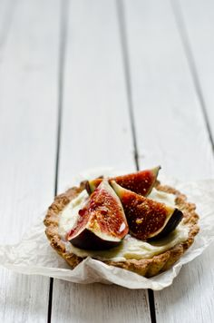walnut tartelettes with mascarpone cream figs & hOney