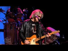 Daryl Hall and John Oates - Sara Smile (Live in Sydney) - YouTube