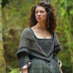 This list contains 50 best gift ideas for Outlander TV Series Fans. There are so many amazing gifts that you can purchase for someone in your life that loves Outlander TV Series' characters, … Claire Fraser, Jamie Fraser, Historical Costume, Historical Clothing, Costumes Outlander, Outlander Clothing, Moda Medieval, Outlander Knitting, Diana Gabaldon Outlander