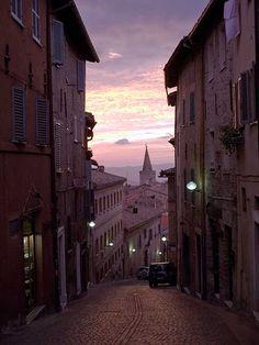 Urbino - Vue sur la via Raffaello | Photo de Paolo Mini - Archives de la Ville d'Urbino