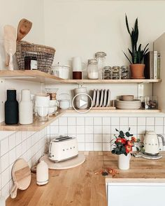 Elegant White Kitchen Design Ideas for Modern Home - Wohnen - Decoração Living Room Interior, Kitchen Interior, Kitchen Decor, Kitchen Modern, Kitchen Ideas, Design Kitchen, Kitchen Planning, Narrow Kitchen, Interior Livingroom