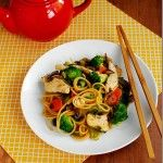 Easy Chicken Lo Mein from Iowa girl Eats -- looks yummy minus the broccoli (yuk! Asian Recipes, Healthy Recipes, Diabetic Recipes, Easy Recipes, Chicken Lo Mein, Mets, Main Meals, I Love Food, Chicken Recipes