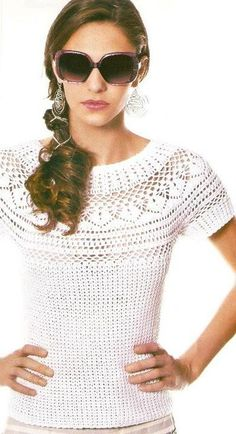 Wow crochet top with Spanish pattern but detailled charts <3<3<3