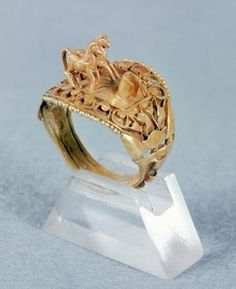 Gold Horse Ring of Ramesses II (1279-1213 BCE) New Kingdom, Dynasty 19, 1297-1185 BC. Louvre Museum