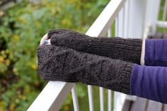 Ravelry: Ordinary Magic Mitts pattern by Pauliina Karru / Lina Knits. These ageless mitts will be just the thing to add to your wardrobe. The gentle curves of the cables offer a comforting classic touch, while the ribbing at the sides ensures a snug fit.