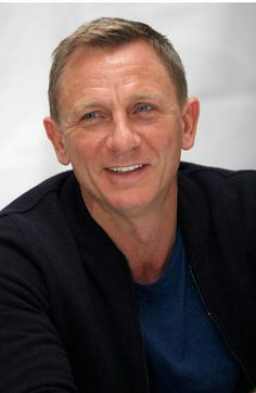 Daniel Craig... ❤