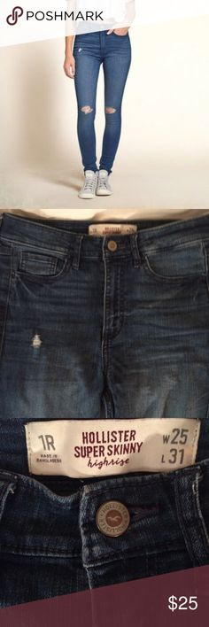 High-rise Hollister Destroyed Jeans super cute with the perfect amount of stretch- perfect condition. Hollister Jeans Skinny