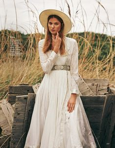 Estee Rammant graces the pages of Grazia Italy's February 2018 issue. The Belgian model poses outdoors for this editorial captured by Sven Banziger. Estee poses in romantic dresses and separates with lace details, floral … High Fashion Photography, Glamour Photography, Lifestyle Photography, Editorial Photography, Look Fashion, Retro Fashion, Fashion Outfits, Girl Outfits, Casual Outfits