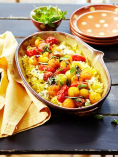 Nudelgratin mit Frischkäse und Tomaten   Zeit: 15 Min.   http://eatsmarter.de/rezepte/nudelgratin-mit-frischkaese-und-tomaten