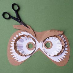 découper des sourcils en papier pour un masque de hibou