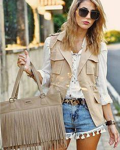 Qué espectacular está mapetitebyana con su bolso Bissú con flecos. Todo un estilo étnico para el verano. ¡Muy cool!   #moda #bolsos #outfit #fashion #bag #backpack #instafashion #complements #accessories #bolsos #outfitoftheday #accesorios #HashTags #beautiful #beauty #nuevatemporada #streetstyle #fashionblogger #ootd #lookoftheday #lookbook #outfitideas4you #inspocafe